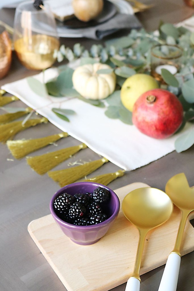farm-to-table-fruit-blackberries-wooden-cutting-board-thanksgiving