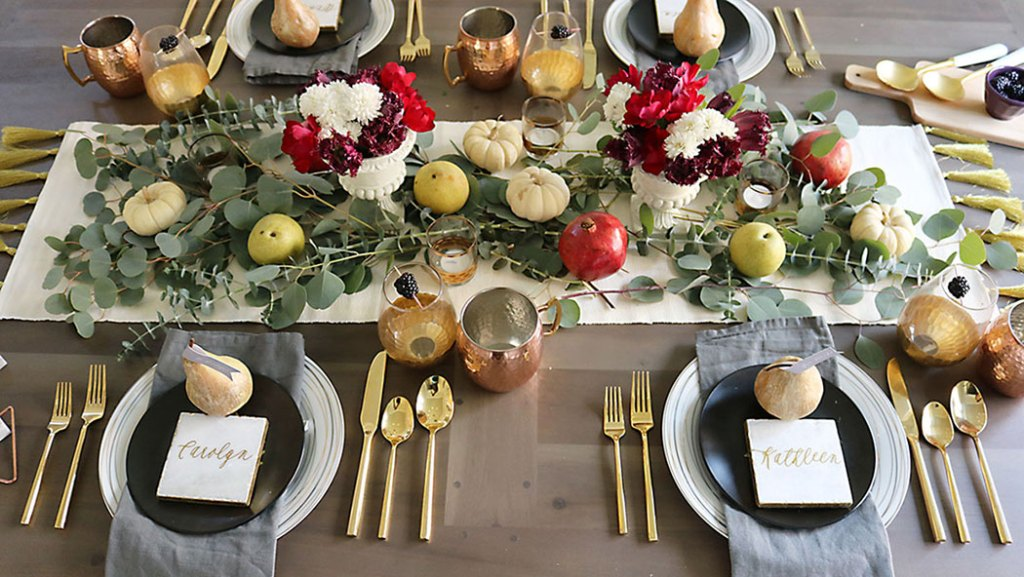 farm-to-table-thanksgiving-flower-and-fruit, thanksgiving centerpiece, tablescape, organic raw, fresh fruit, autumn colors, pearls, metallic pears, thanksgiving table decor, name placement,