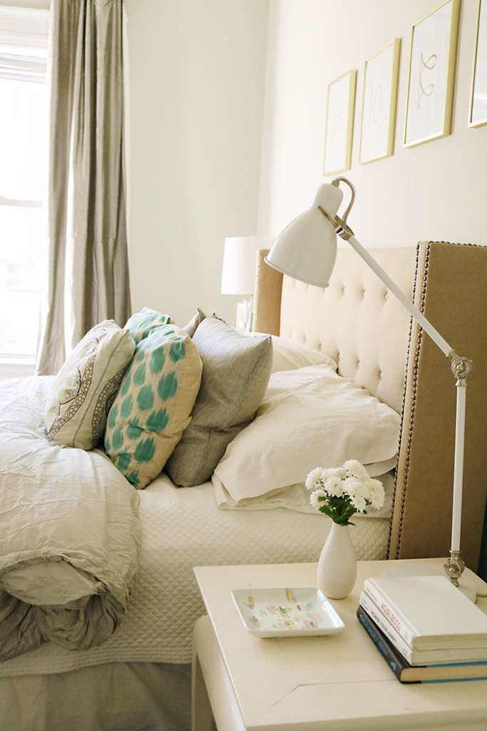 guest-bedroom-bed-with-pillows
