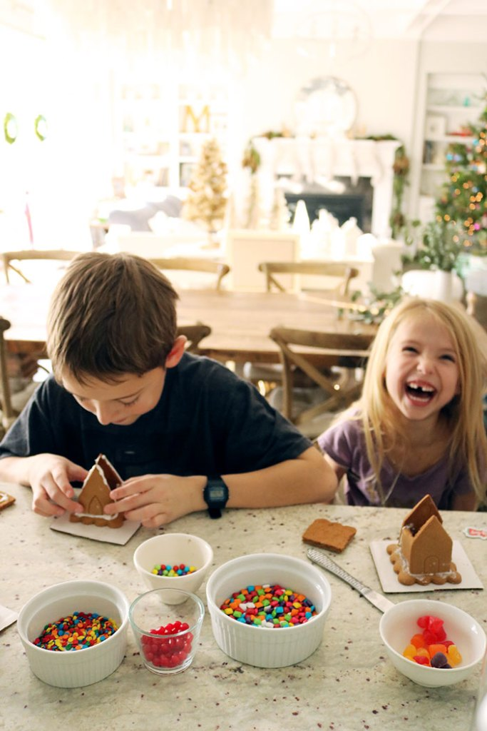 christmas-decorations-gingerbread-house-laughing