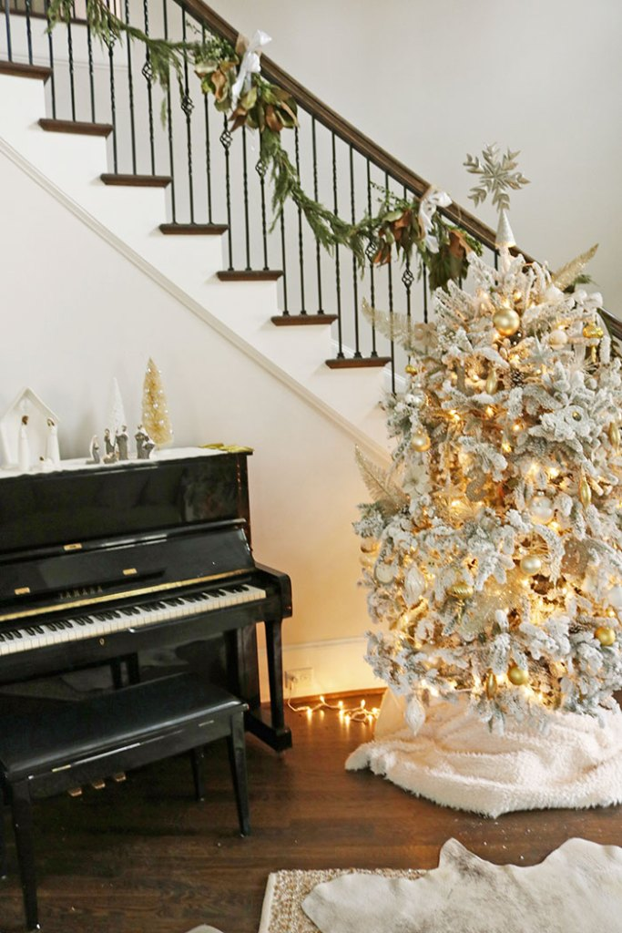 christmas-decorations-white-flocked-tree-foyer