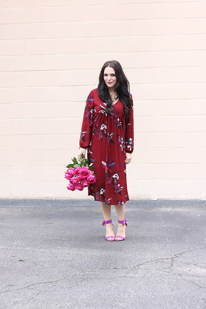 valentines day boho chic outfit, valentines outfit for women, floral dress for valentines day, copper theory dress, free people dress, pink roses, romantic feminine outfit for Valentines day date night, galentines outfit