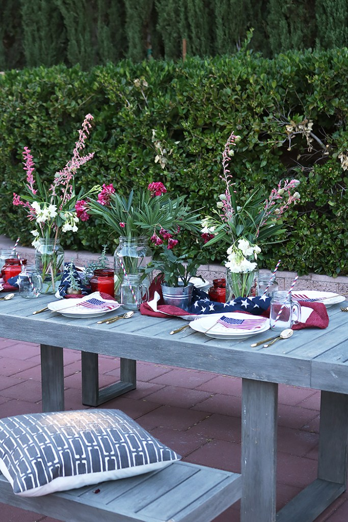fourth of july tablespace, red white and blue tablespace, desert flowers, fourth of july entertaining, barbecue, table decorations