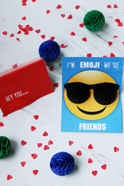 Valentine Emoji Pop-Up Card using Honeycomb balls || Darling Darleen