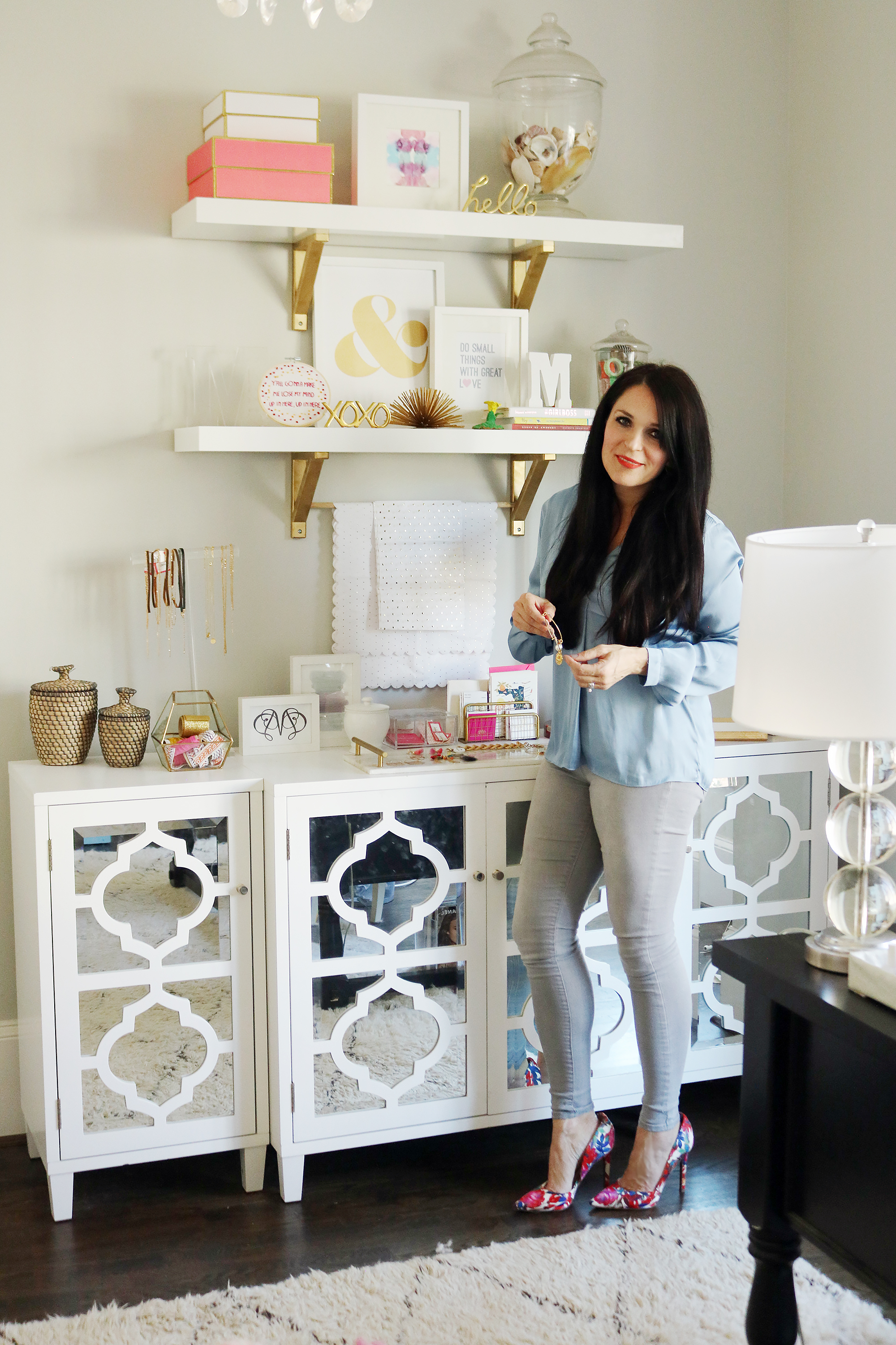 Darleen Meier Jewelry Office Tour | Feminine and Chic office studio | Darling Darleen #homeoffice #darleenmeierjewelry #darlingdarleen #officereveal