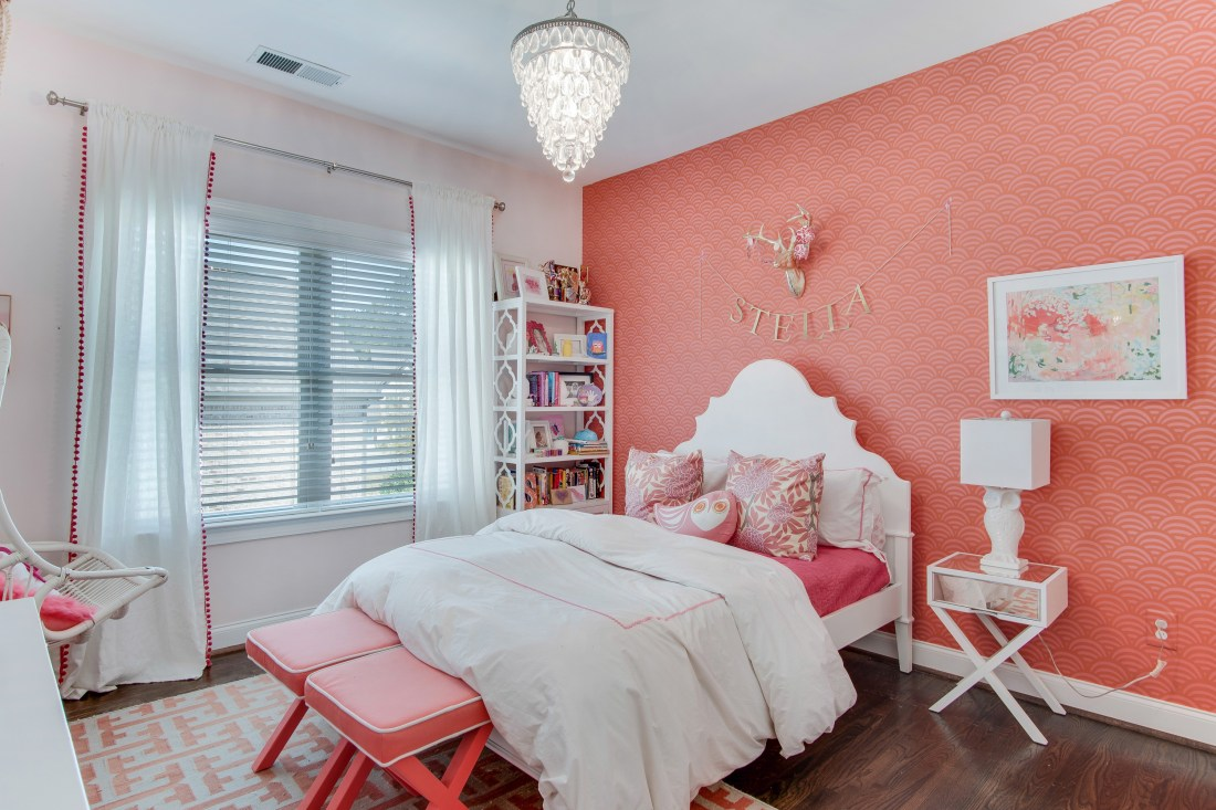 My Georgia Home Tour via Darling Darleen Girl's Tween Bedroom pink and coral with wallpaper || www.darlingdarleen.com || #darlingdarleen #darleenmeier # southernliving