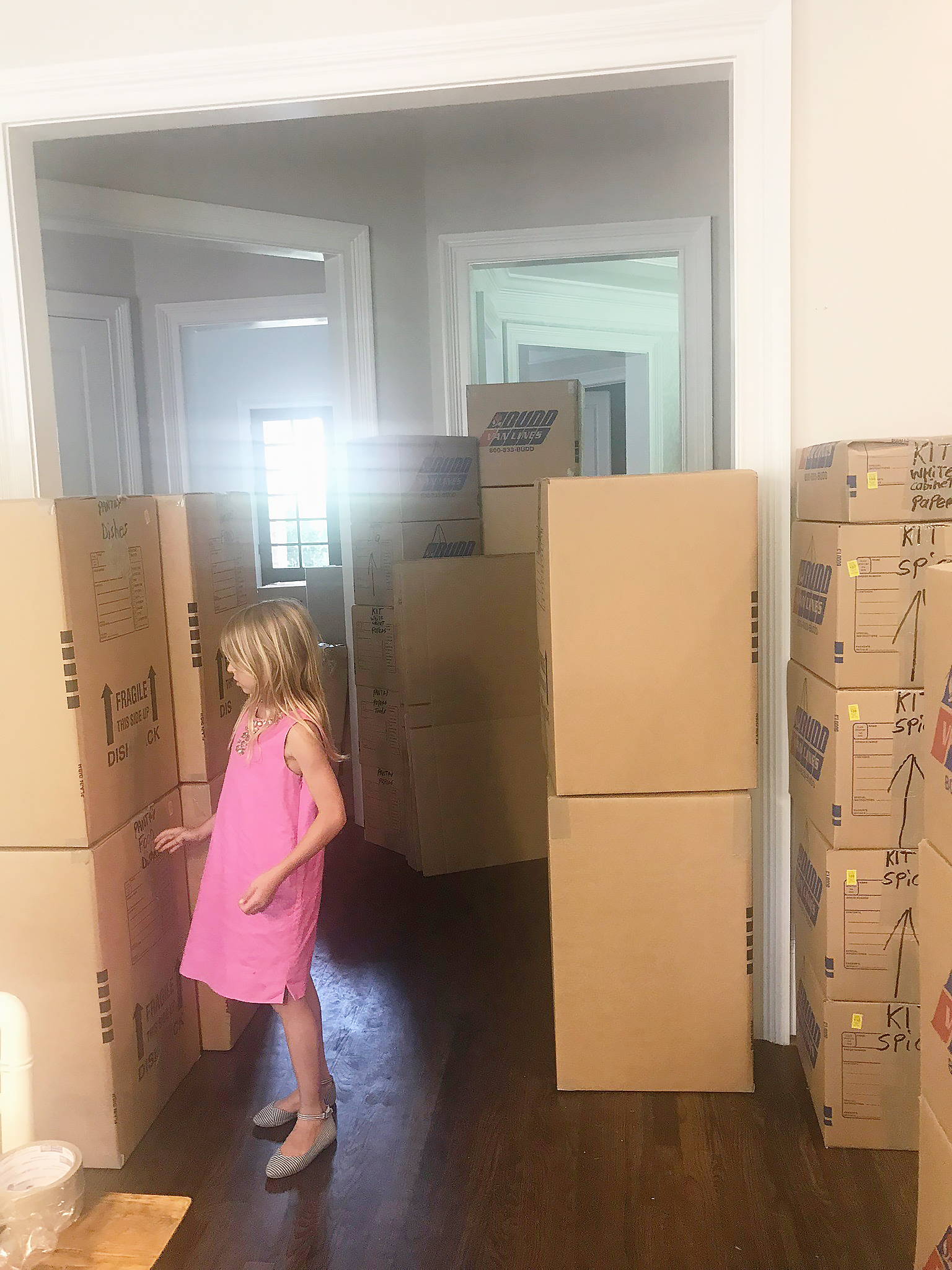 I'm sharing helping tip to make it easier when moving with kids. I have learned a few these from our Move across the country || Darling Darleen