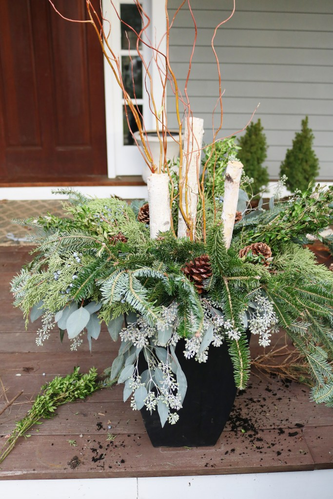 How to make Outdoor Winter Planters with these step-by-step tutorial from Darling Darleen
