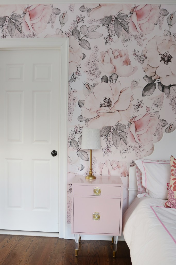 DIY How to Hang Removable Wallpaper | DIY wallpaper ideas | removable wall panels | tips on removable wallpaper installation | how to install temporary wallpaper | renters ideas for home decor | wall decor ideas | budget friendly home decor | DIY guide | #darlingdarleen #removablewallpaper #darleenmeier || Darling Darleen