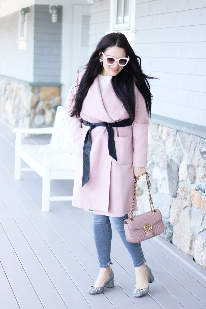 I am ready to pack away all my chunky cable sweaters and pull out the flowy dresses.  But we still aren't quite out of cold. Winter to Spring Transition outfits is all about combining a little bit of winter with a whole lot of spring.  Sharing 5 fashion tips for Winter to Spring Transition outfits || Darling Darleen Blog #darlingdarleen