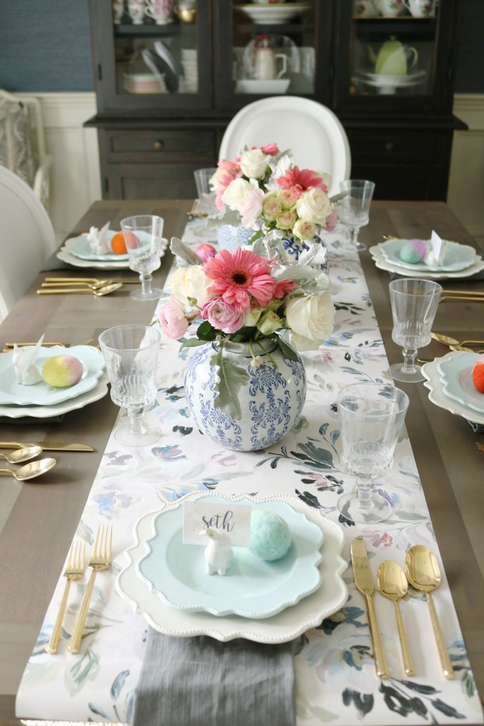 Easter table with blue and white, caitlin wilson wallpaper table runner, floral ginger jars as centerpieces.  || Darling Darleen #floralcenterpiece