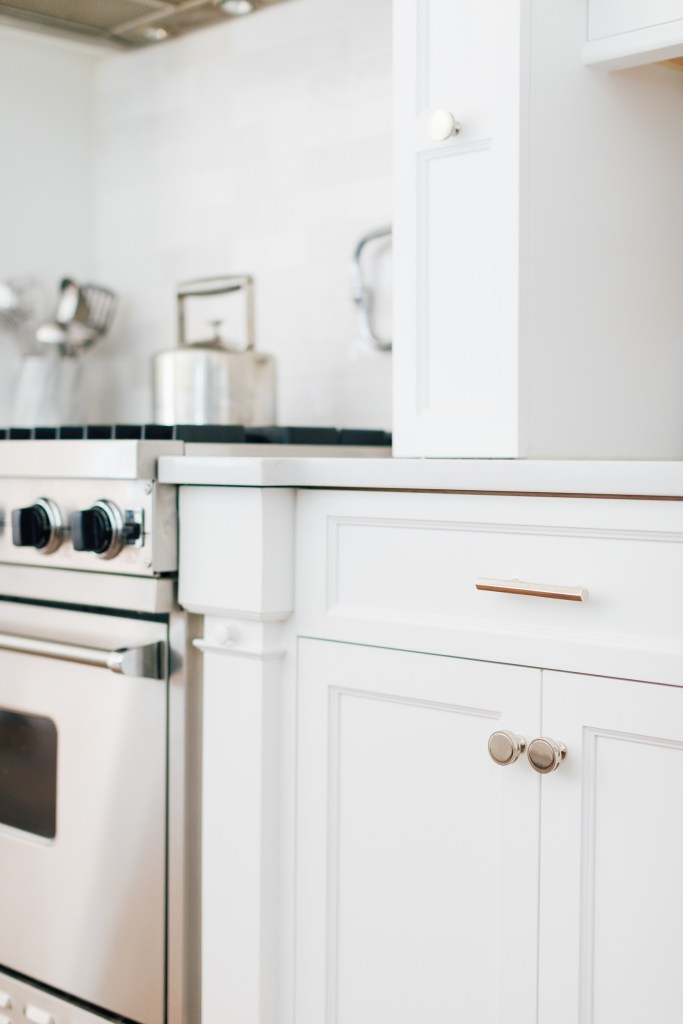 Giving a Fresh Modern Update to an Outdated Custom Kitchen. Sharing my Kitchen Renovation Reveal on darlingdarleen.com! White modern kitchen || Darling Darleen #kitchenreveal #darleenmeier