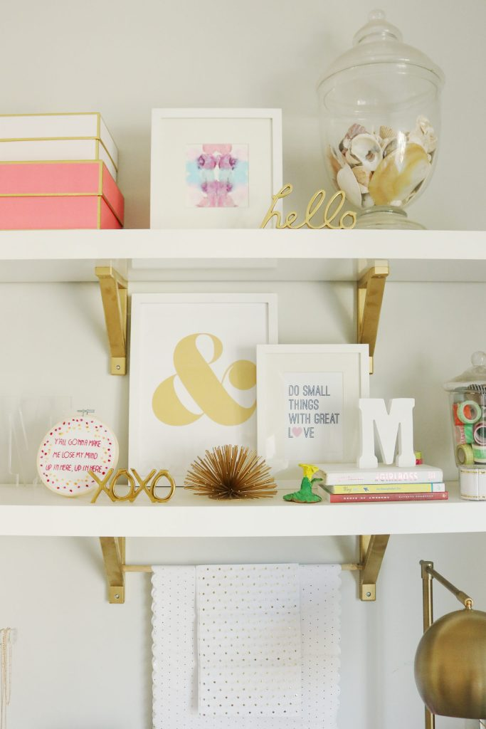 Take a deep dive and follow these 4 tips for spring cleaning office to boost your daily mood to be able to tackle the every day tasks.  || Darling Darleen Top Connecticut Lifestyle Blogger #darleenmeier #darlingdblog #springcleaning #springcleaningoffice