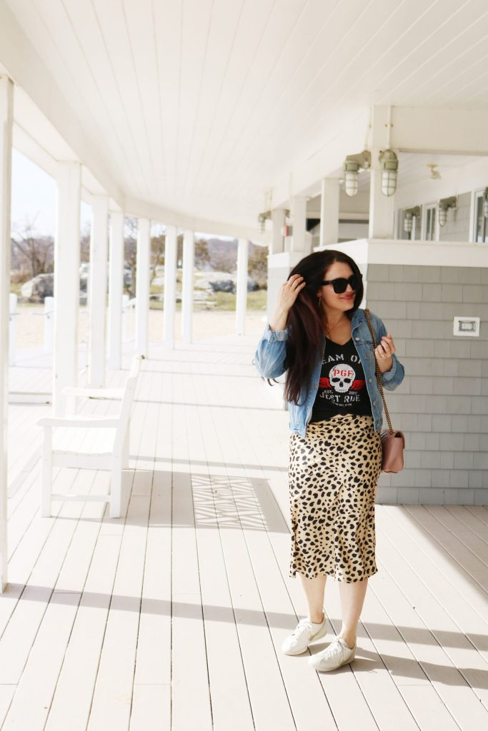 How to Style Denim Jean Jackets with these 4 Jean Jacket Outfit Ideas for an easy way to transition to spring   wearing jean jacket with leopard skirt   Darling Darleen Top Lifestyle Blogger #jeanjacket #denimjacket #darlingdarleen #darleenmeier