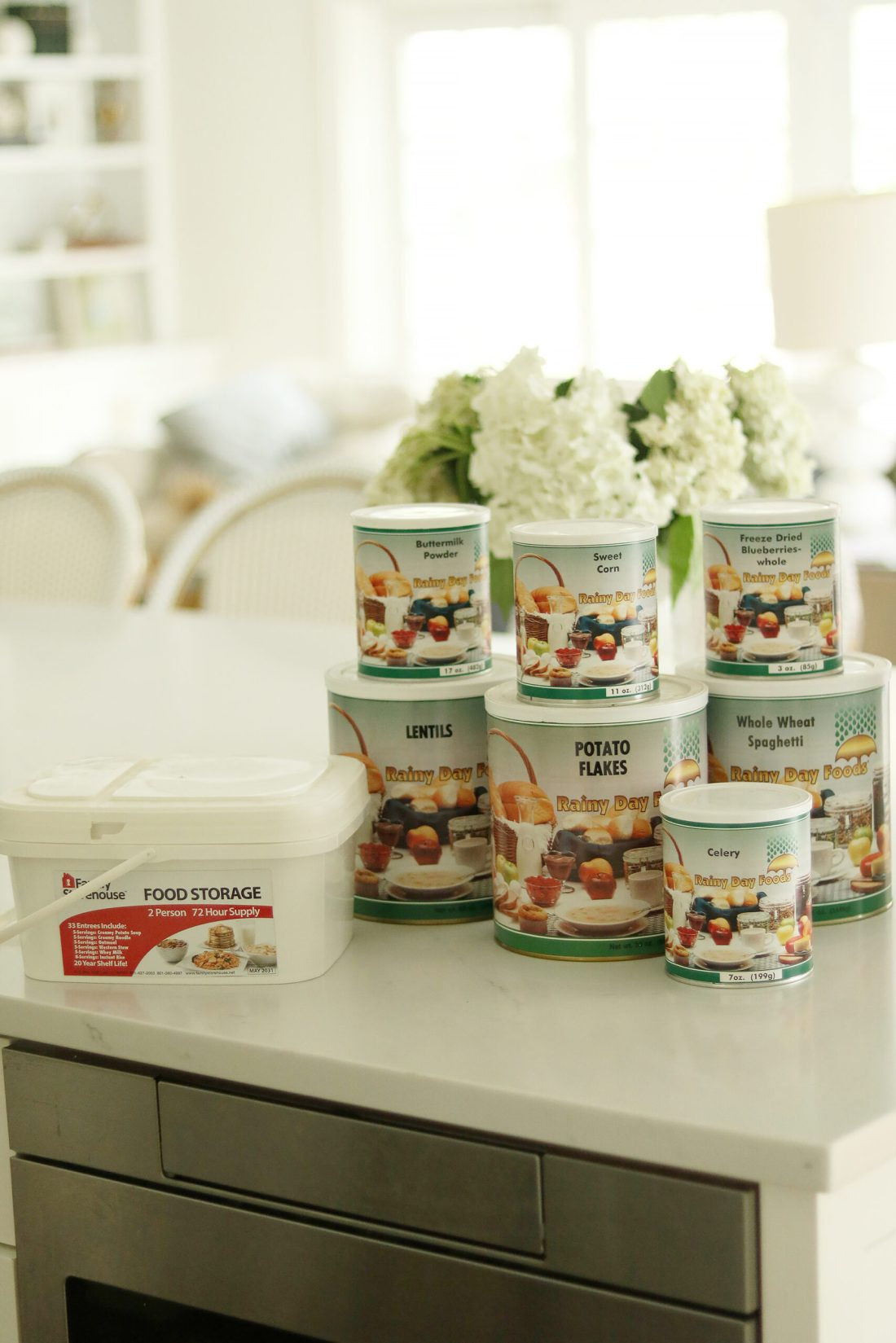 An easy guide to food storage with a free food storage guide to helping you start you own food storage and being prepared for you and your family || Darling Darleen Top CT Lifestyle Blogger #foodstorage