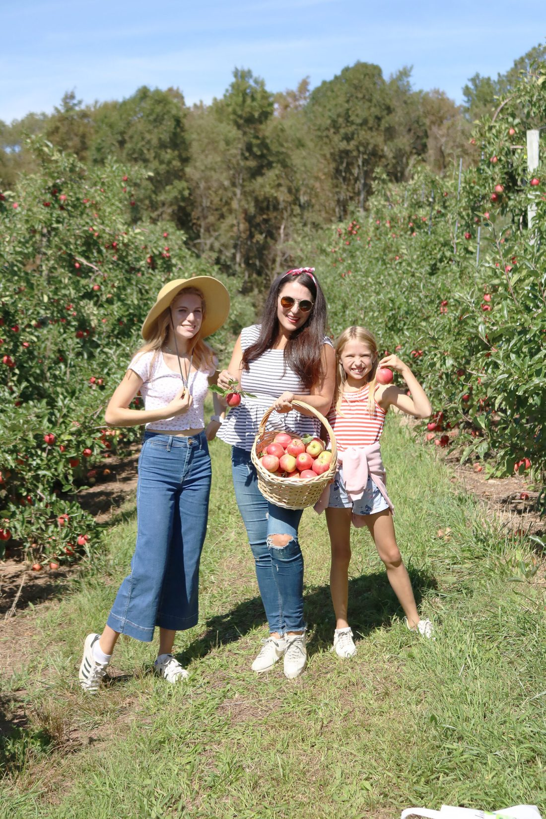 Apple Picking Season--What to wear and what apples to pick whether you are baking, cooking, canning or just eating. || DarlingDarleen.com Top CT Lifestyle Blogger