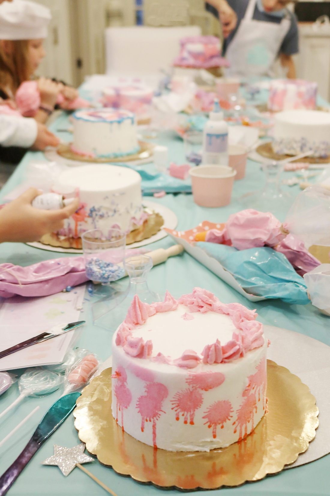 At-Home Cake Decorating Party--easy tips, techniques, supplies and lots of sweets!  You don't have to be a cake decorator to make a pretty cake!  || Darling Darleen Top Lifestyle Blogger #darlingdparties #darlingdarleen #cakedecorating