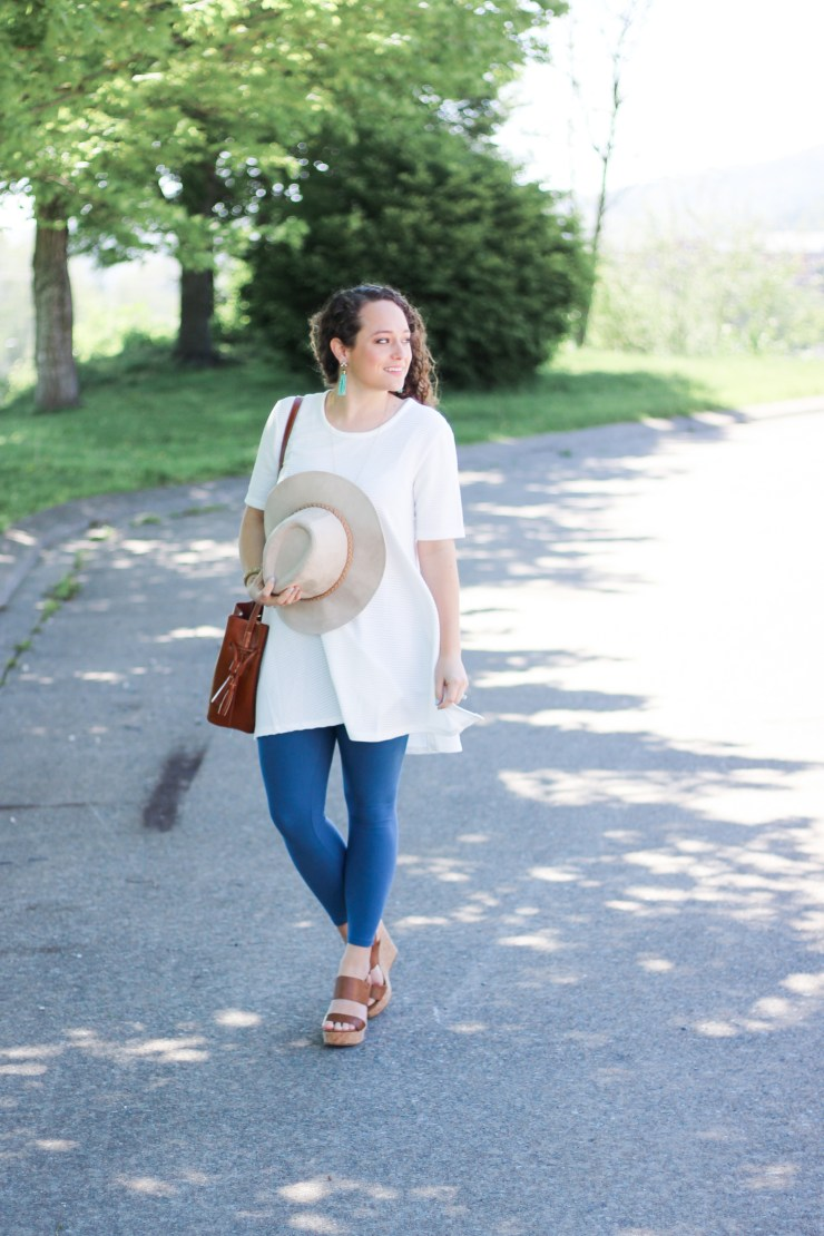 white tunic, suede hat, lularoe leggings, platform wedges, spring style, summer outfit, spring outfit