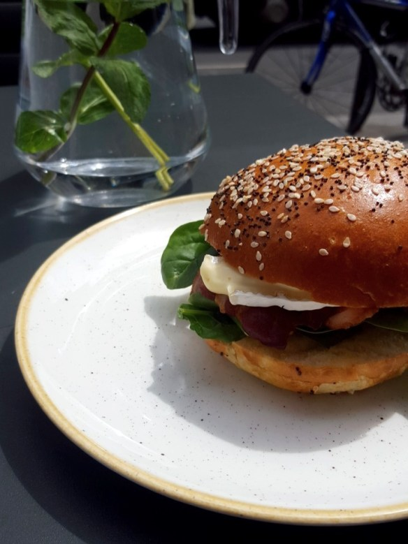 cafe, coffee shop, the black penny, covent garden, great queen street, bun, burger, salad, chocolate, brownie2