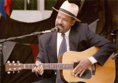 30 July 2000 - An international performer whose name I don't recall - possibly Sherman Robertson?