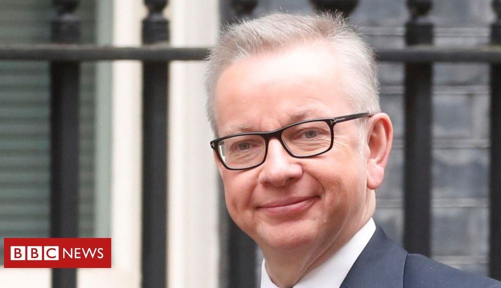 Michael Gove gives out Downing Street's phone number