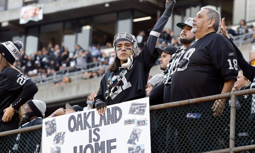 Fans booed and trashed the field after the Raiders lost their final game in Oakland thanks to a dismal 4th quarter collapse