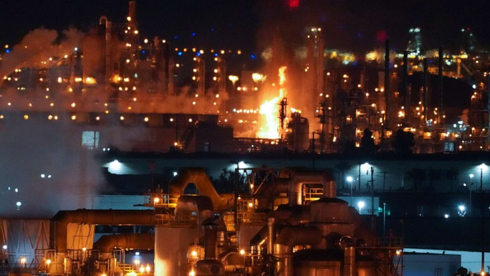 Massive refinery fire temporarily shuts down major highway