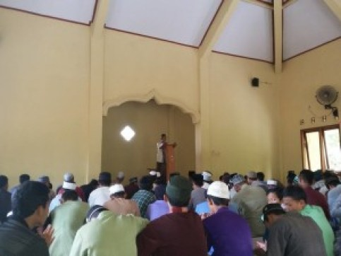 Salah satu ujian sapala Pesantren Darul Fithrah Tawangsari yaitu khutbah didpn seluruh santri.