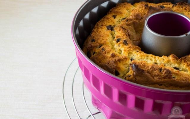 Supersaftiger Vanille-Gugelhupf mit Schokostückchen