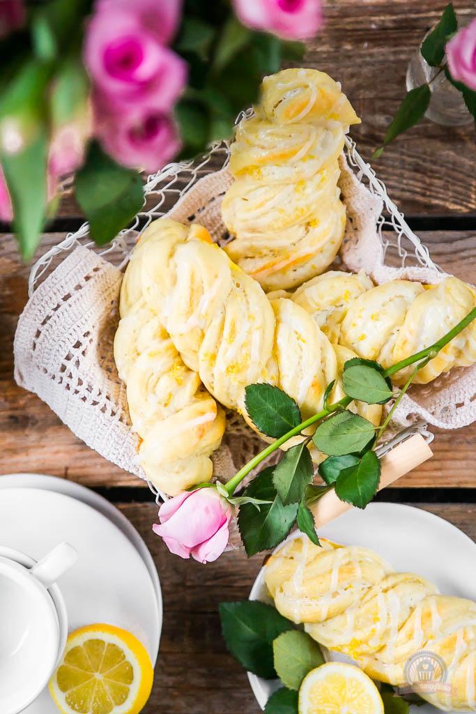 Cream Cheese Lemon Zöpfe 5