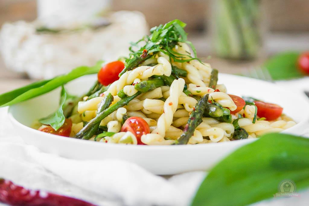 Pasta Aglio Olio mit grünem Spargel - Das Küchengeflüster