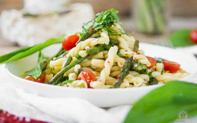 Pasta Aglio Olio mit grünem Spargel – Sommer, Sonne, Sommerpasta…