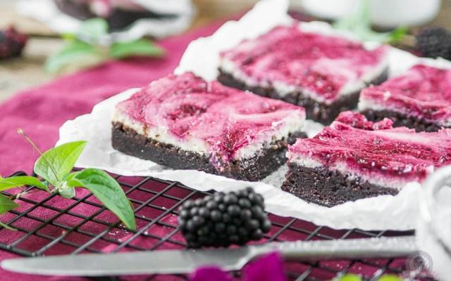Cheesecake Brownie mit Brombeerswirl – [EM 2016 Special]