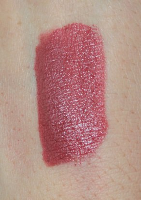 SWATCH: Creamy Colour comfort lip liner 304 and Gossamer Emotion creamy lipstick 106