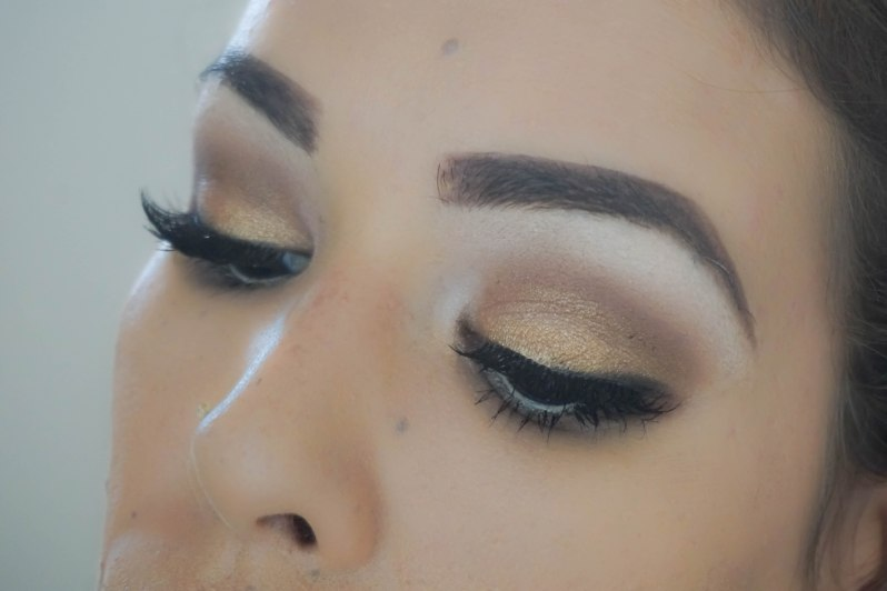 Finish eye makeup look