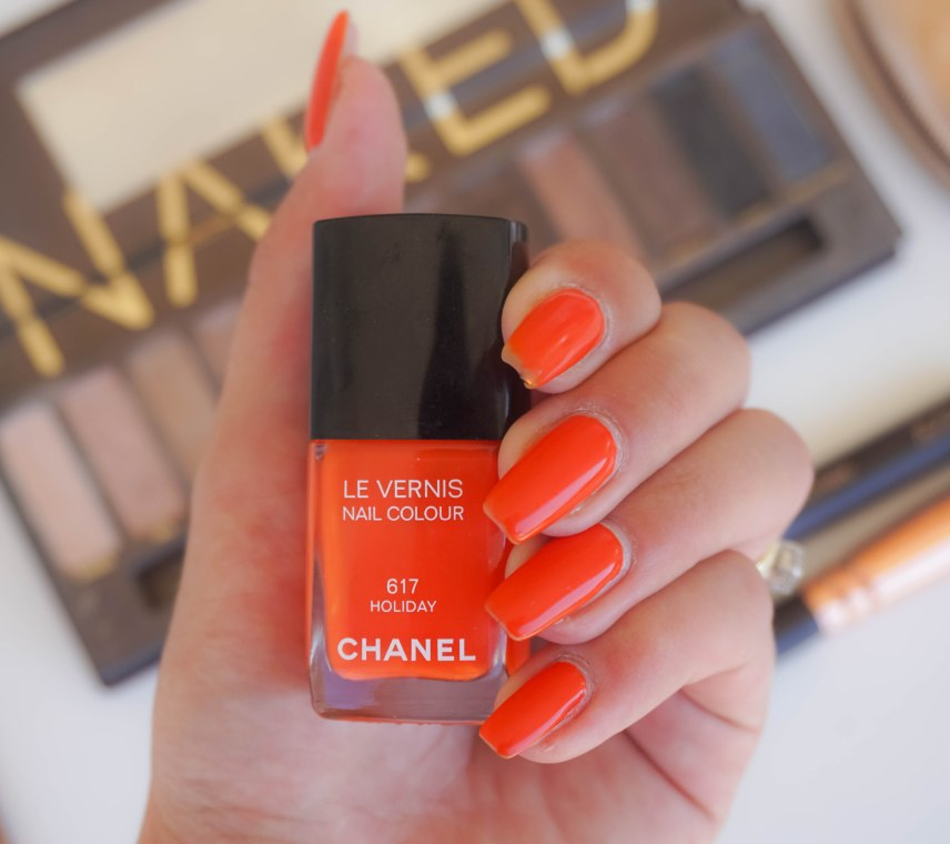 You know I just can't get away with no pop of colour with my looks hhihih so just because the whole face is nude and bronzed, I pick this poppy orange-red nail colour which I really like.