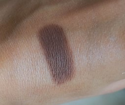 Beauty Is Life eyeshadow-solo in Cacao swatch