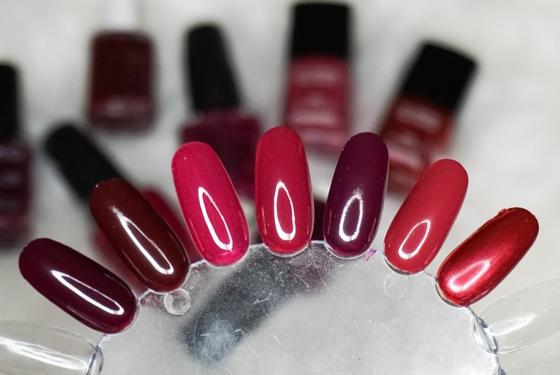 Burgundy nail colours
