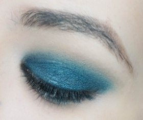 Blend the edges and add a tiny amount of matte blue eyeshadow from the same palette