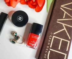 Chanel Le Vernis nail colour 677 Rouge Rubis, Urban Decay Naked palette