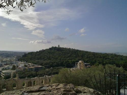 Ο λόφος του Φιλοππάπου σήμερα κατάφυτος (φωτογραφία από το διαδίκτυο)