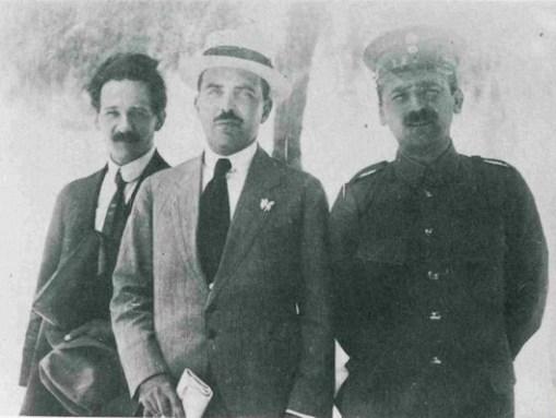 Ο Δελμούζος, ο Γληνός και ο Τριανταφυλλίδης το 1915, όταν δραστηριοποιούνταν στον Εκπαιδευτικό Όμιλο.