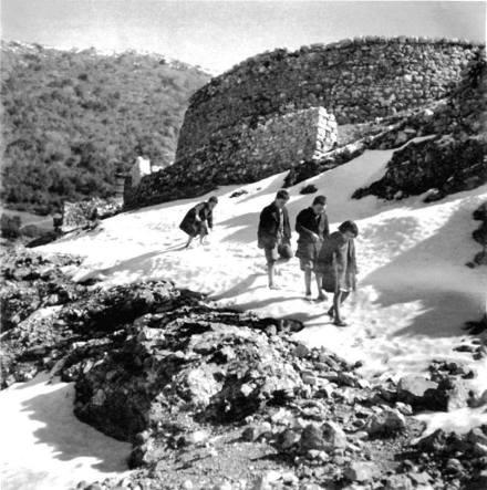 Ασπράγγελοι Ήπειρος, Φλεβάρης του 1946 (Φωτογραφία: Βούλα Παπαϊωάννου)