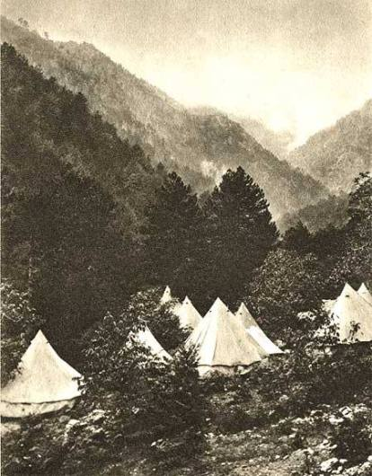 Παραθεριστές στον Όλυμπο το 1913 (από το αρχείο του συγγραφέα).