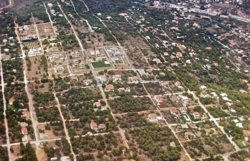 Οικισμοί αντί δασών δημιουργηθέντες μεταπολεμικά (φωτογραφία από το διαδίκτυο).