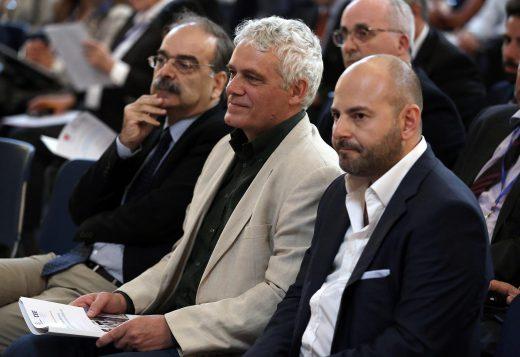 Ο πρόεδρος του ΤΕΕ Γιώργος Στασινός (Δ) και ο αναπληρωτής υπουργός Περιβάλλοντος, Γιάννης Τσιρώνης (Κ) συμμετέχουν στο διεθνές συνέδριο: «Βιώσιμες Αγορές Ακινήτων – Πολιτικό Πλαίσιο και Αναγκαίες Μεταρρυθμίσεις» που διοργάνωσε το Τεχνικό Επιμελητήριο Ελλάδας (ΤΕΕ) σε συνεργασία με τη Διεθνή Ομοσπονδία Τοπογράφων (FIG) και την Παγκόσμια Τράπεζα (WORLD BANK) στην Αθήνα, τη Δευτέρα 19 Σεπτεμβρίου 2016. ΑΠΕ-ΜΠΕ/ΑΠΕ-ΜΠΕ/ΣΥΜΕΛΑ ΠΑΝΤΖΑΡΤΖΗ