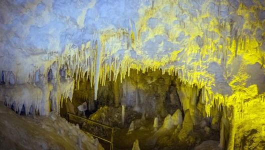 Φωτογραφία που δόθηκε σήμερα στη δημοσιότητα και εικονίζει το σπήλαιο της Ανεμότρυπας, 28 Αυγούστου 2015. Το μοναδικό σπήλαιο στην Ελλάδα που το διασχίζει ποτάμι σε ολόκληρο το μήκος του, μία μεγαλειώδης δημιουργία της φύσης με ιστορία 15 εκατομμυρίων ετών, είναι στα Τζουμέρκα, το σπήλαιο της Ανεμότρυπας,  Παρασκευή 14 Οκτωβρίου 2016. ΑΠΕ-ΜΠΕ/ΑΠΕ-ΜΠΕ/Βαγγέλης Γιωτόπουλος