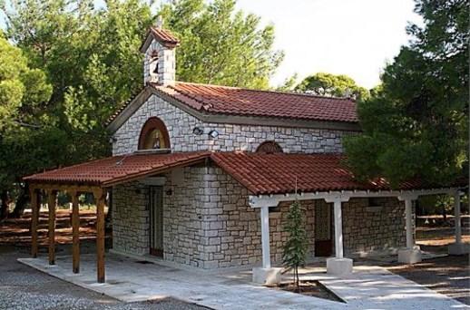 Το εκκλησάκι της Αγίας Βαρβάρας στον Πευκιά