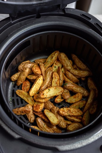 Air Fryer Parmesan Fingerling Potatoes With Garlic Aioli