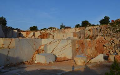 Quarry_Gallery_Yellow_025